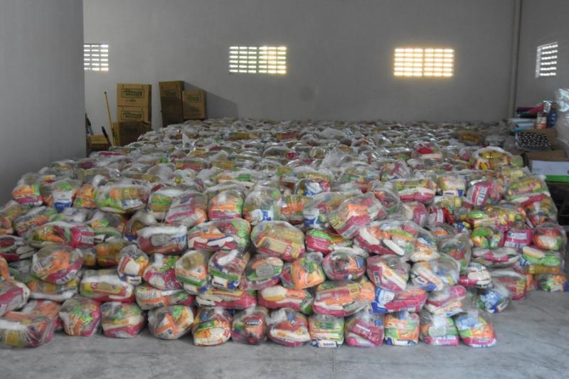 Prefeitura de Floriano entrega cestas básicas na zona rural