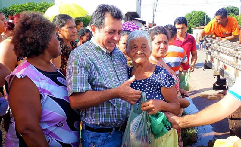 Prefeito Genival Bezerra participa da tradicional entrega de peixes