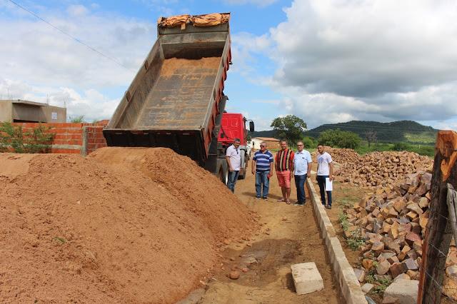 Prefeito autoriza início de obras de pavimentação em diversas ruas
