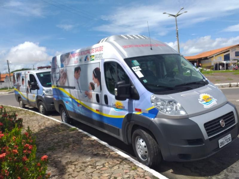 Prefeio Kim entrega 02 vans e 02 ambulâncias para Luis Correia