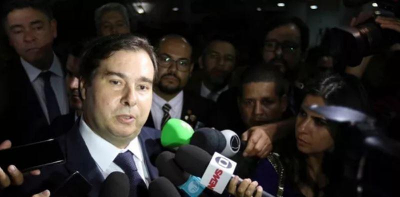 Maia vê 'falta de organização' do governo e diz que foi 'erro' CCJ não vota