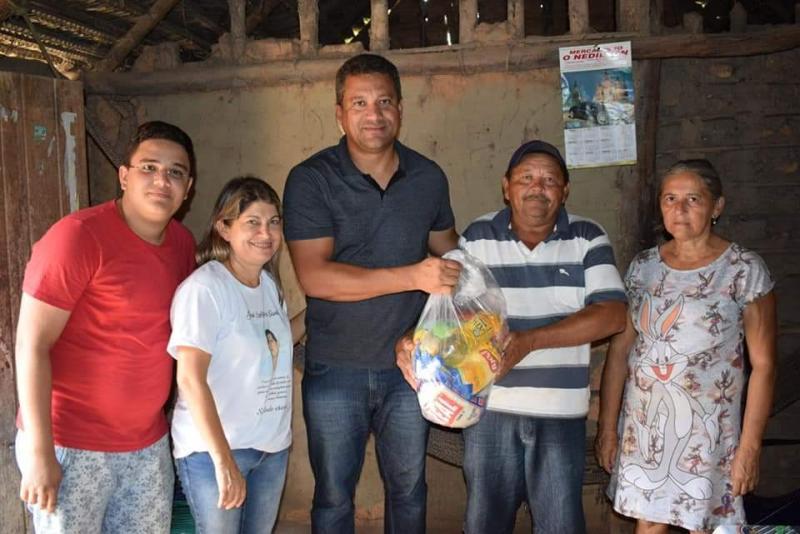 CESTAS BÁSICAS | Doadas pelo o Prefeito Romulo Aécio a famílias carentes
