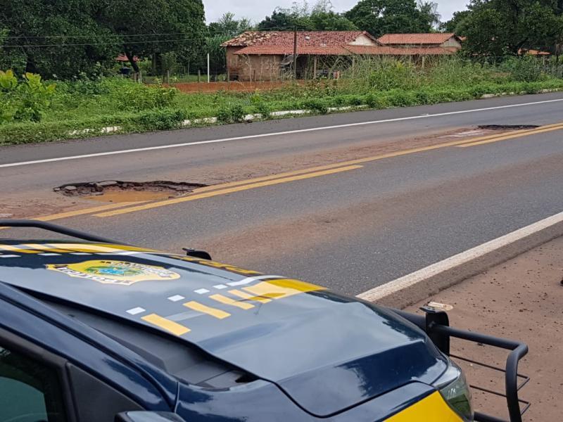 PRF atende 30 veículos com pneus danificados por buracos