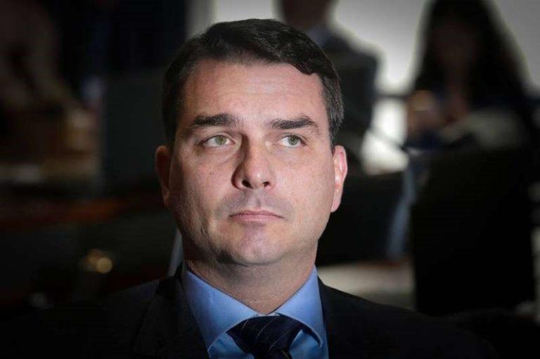 Flávio Bolsonaro propõe livrar de punição agente que 'neutralizar' quem...