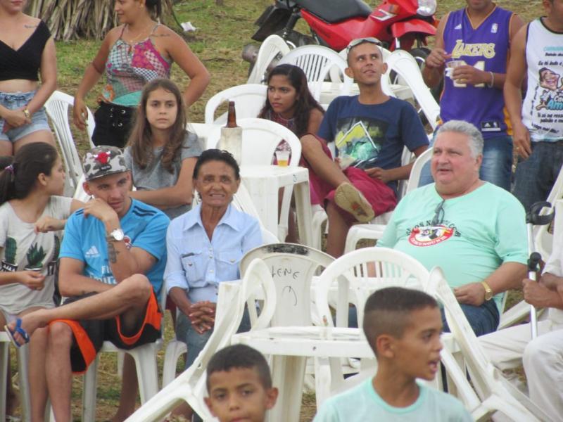 Prefeito Dr. Alcione participa da tradicional malhação do Judas