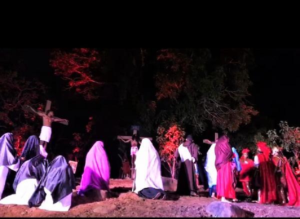 Encenação da Paixão de Cristo é marcada por emoção em Miguel Leão