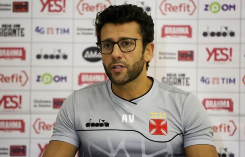 Após derrota para o Flamengo, Alberto Valentim é demitido do Vasco