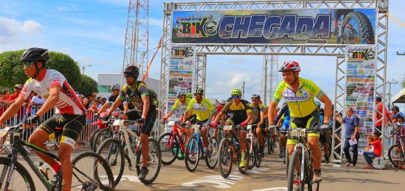 Caridade sedia competição de mountain bike com ciclistas de três Estados