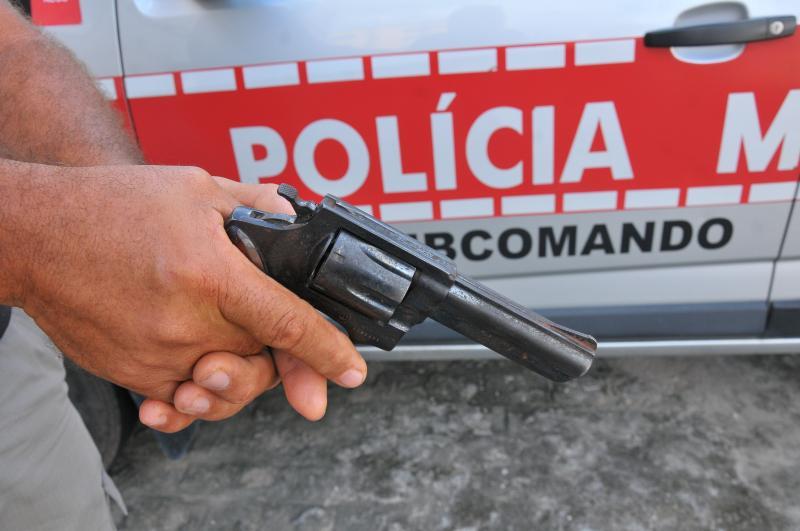 PM de folga reage a assalto e atira em ladrão para defender a filha
