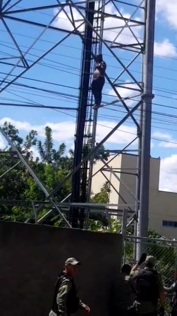 Homem ameaça se jogar de torre na cidade de Oeiras