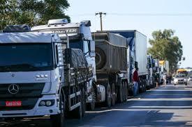 Governo anuncia compromisso com caminhoneiros de repassar custo do diesel