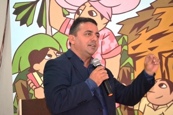 Prof. Ribinha sanciona Plano de Cargos, Carreiras e Salários dos servidores