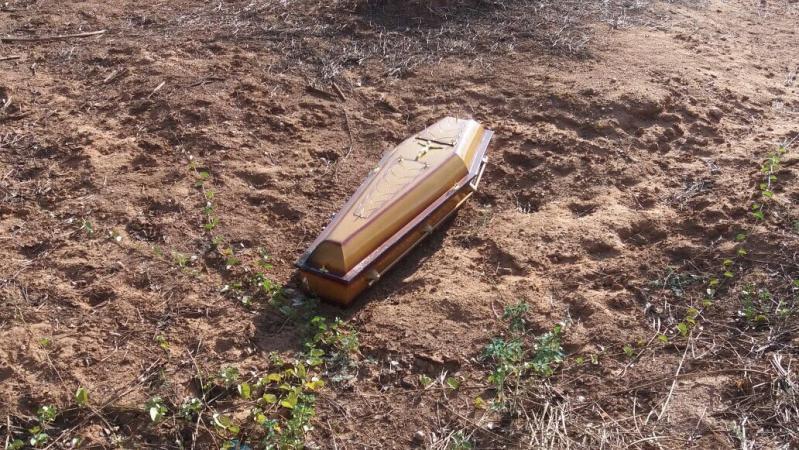 Caixão é encontrado às margens de rio no Piauí