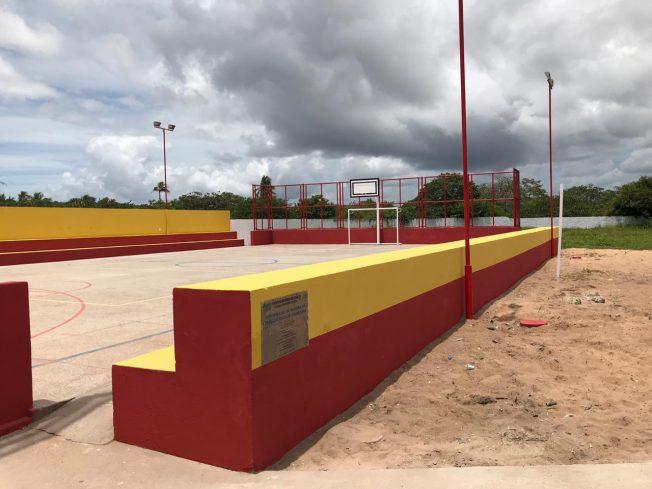 Prefeitura entrega quadra poliesportiva reformada