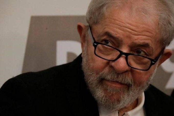 Juiz dá 8 dias para Lula se manifestar no caso do sítio em Atibaia