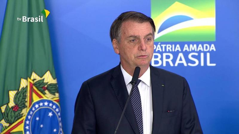 Bolsonaro assina decreto que revoga o horário de verão