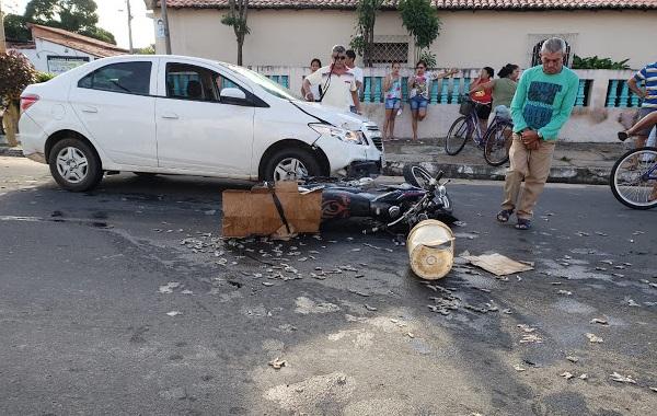 Camarões ficam espalhados na pista após acidente em Parnaíba
