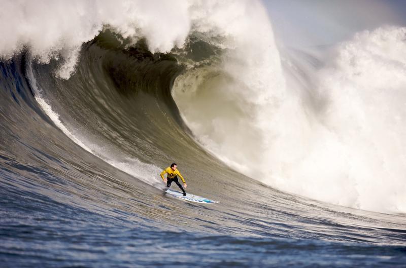 Surfista brasileira concorrerá categoria de maior onda gigante do mundo