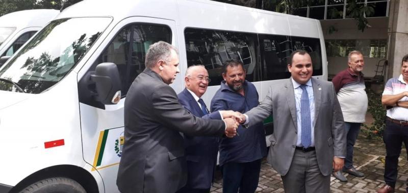 Saúde de Belém recebe nova van para transporte de pacientes