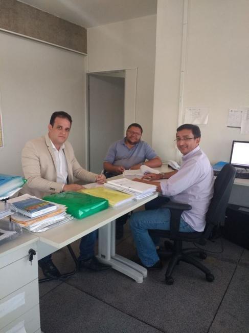 Prefeito Diego Teixeira assina convênio para obras de calçamento na cidade de Amarante