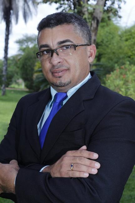 Professor Arnon Santana é o novo presidente do SINSERPIM
