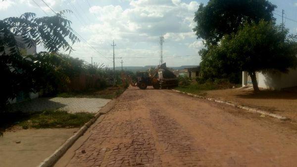 Prefeita Doquinha manda colher entulhos da cidade e pede a colaboração dos moradores