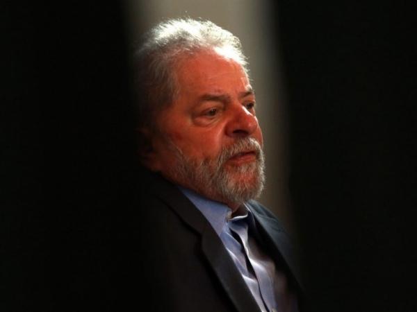 Lula diz pela primeira vez que pretende pedir progressão de regime de pena