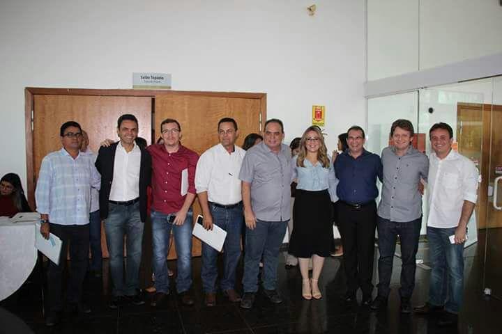Prefeito de Nazária participa de encontro de gestores municipais