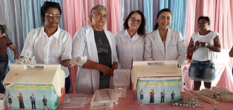 """Público alvo é imunizado durante """"Dia D"""" de vacinação"""