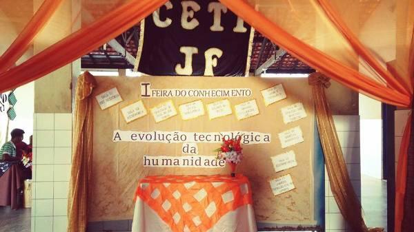 Alunos do CETI João Ferry realizam feira do conhecimento