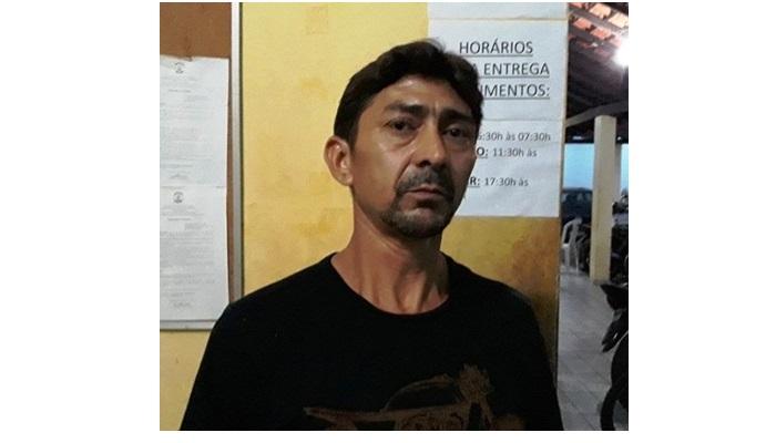 Acusado de matar esposa a facadas no Piauí se entrega a polícia