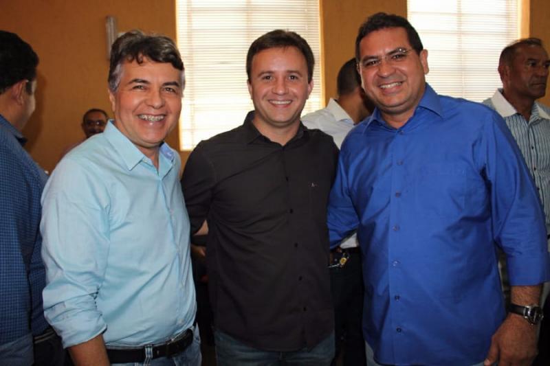 Prefeito de São Pedro do Piauí presencia evento de novos filiados do Progressistas