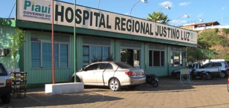 MP-PI ajuíza ação contra médico que recebia salário afastado do cargo