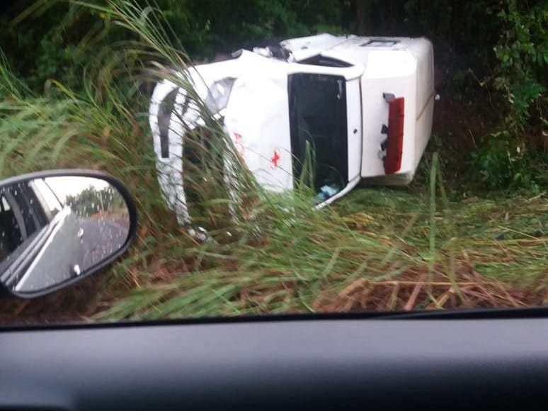 Ambulância capota na PI-112 e deixa 4 pessoas feridas