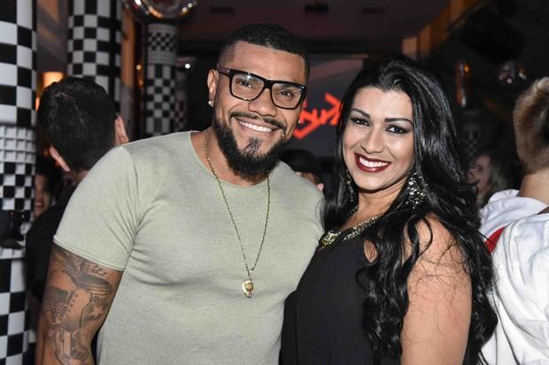 Após agressão, cantor Naldo pede perdão para a esposa Ellen Cardoso