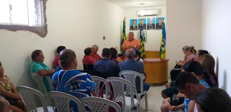 Prefeito Dr. Alcione realiza reunião para tratar sobre a festa das Mães