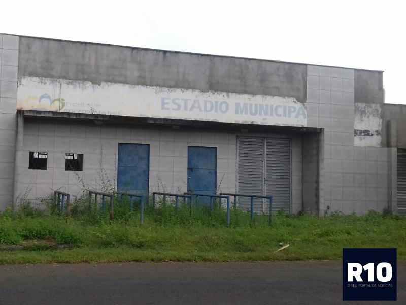 Obra de reforma do estádio municipal de Cabeceiras está paralisada