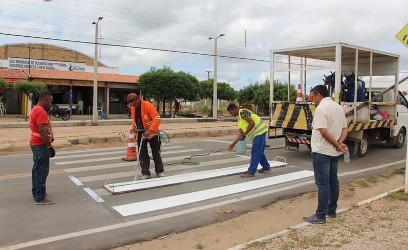 Prefeitura revitaliza sinalização em avenidas da cidade