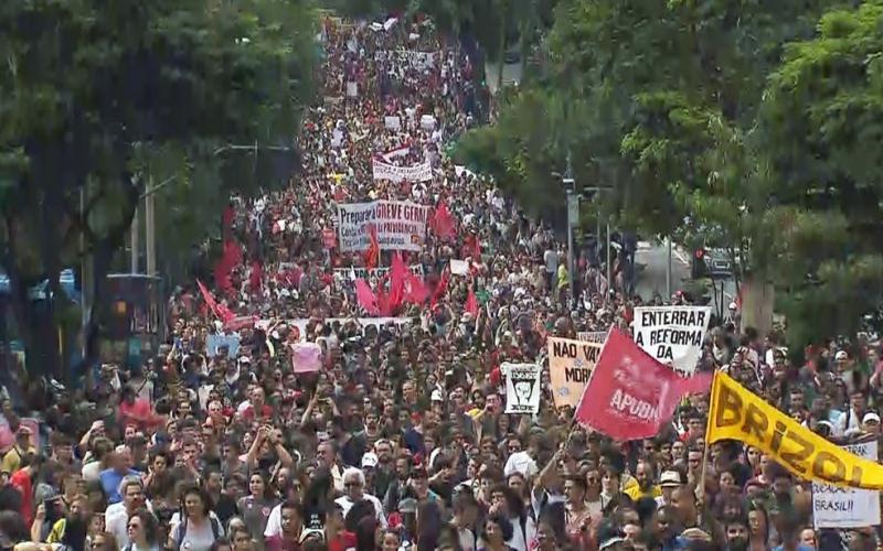 Mourão diz que protestos não desestabilizam o governo