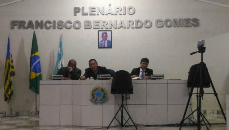 Vereadores de cidade do Piauí aumentam os próprios salários