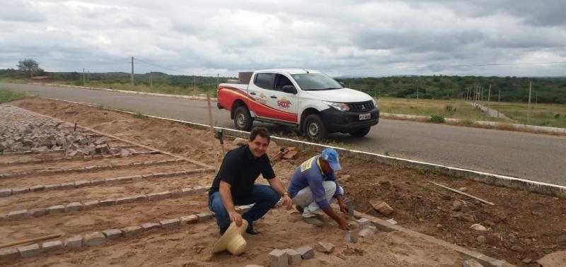 Obras de 2 mil metros de pavimentação poliédrica seguem em ritmo acelerado