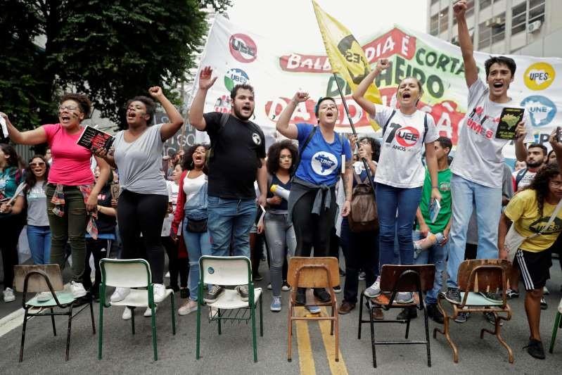 Manifestantes foram usados como massa de manobra por