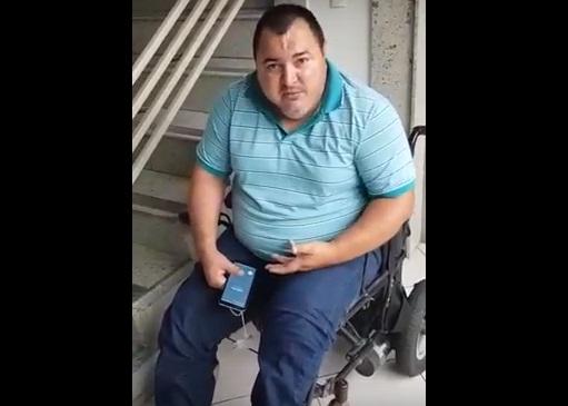 Por falta de banheiro adaptado na Strans, cadeirante urina na calça