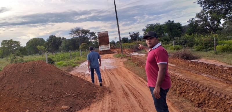 Prefeitura de Cristino Castro reforma estradas vicinais