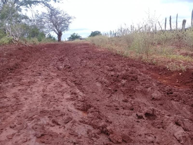 Estrada que liga zona rural à sede tem pontos de atoleiro após chuvas