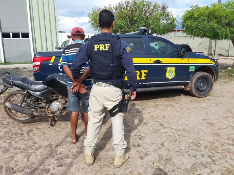 PRF prende condutor que estava com moto roubada na BR-343