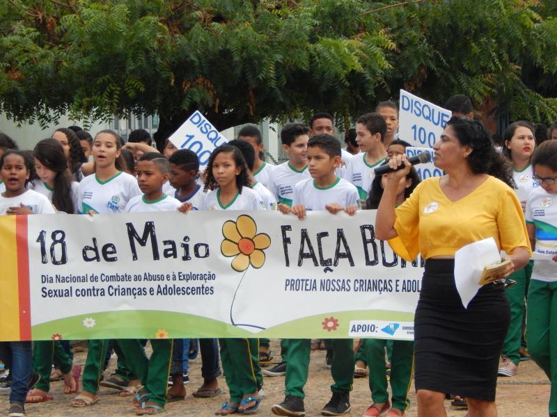 Prefeitura de Cristino Castro realizou caminhada em alusão ao 18 de Maio