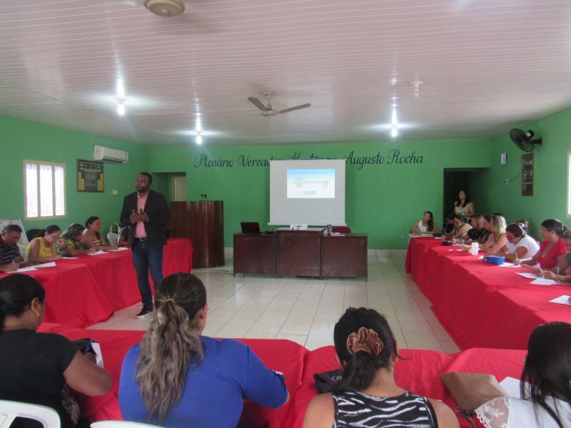 Profissionais da saúde participam de palestra em São João do Arraial