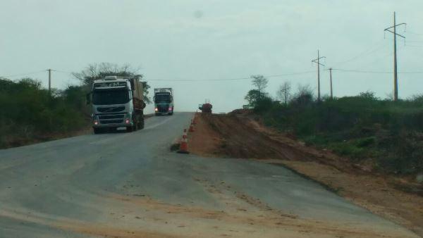 Começou os serviços na BR 135 entre Eliseu Martins e Colônia do Gurguéia-PI