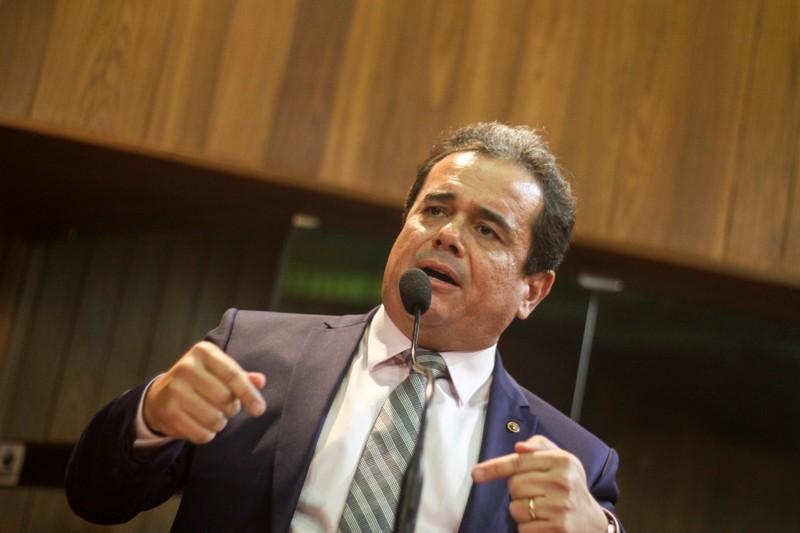 Henrique Pires diz que não está satisfeito com espaços no governo